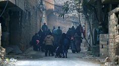 Obyvatelia východného Aleppa sa snažia uniknúť bombardovaniu a snajperom.