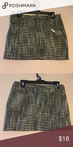 Allen B by Allen Schwartz Tweed Skirt Women's or Junior's Size 4/6 LIKE NEW Allen B by Allen Schwartz Chic Punk Tweed Skirt. Very Figure Flattering. Black & White Tweed Material w/Chic Punk Zipper Details. Excellent Condition. Smoke free, pet free, odor free home. All my items are cleaned before I ship them. I welcome offers :-) ABS Allen Schwartz Skirts Mini