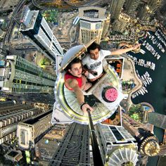 Daredevil captures selfies and Dubai from above. Daredevils, Alexander in red and Volodya in white taking a selfie over Dubai. Cool Pictures, Cool Photos, Funny Pictures, Unbelievable Pictures, Powerful Pictures, Funny Pics, Princess Tower, Wow Photo, Picture Photo