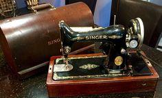Vintage Portable Singer Sewing Machine in Bent Wood Case B U 7 A   eBay