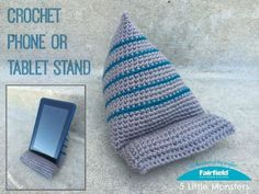 Crochet Phone Cover Crochet Phone or Tablet Stand - Fairfield World Craft Projects - This crocheted phone or tablet stand is quick and easy to make and is perfect for propping up your device to watch a movie or read a book. Crochet Home, Love Crochet, Crochet Gifts, Beautiful Crochet, Single Crochet, Crochet Panda, Quick Crochet, Easy Crochet Projects, Craft Projects