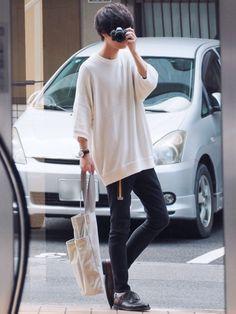 モノトーンをベースに茶色やガチャベルト挿しました 昨日の動画で着てたトップスです! 《サイ Korean Fashion Men, Korean Street Fashion, Mens Fashion, Trench Coat Outfit, Cool Outfits, Casual Outfits, Poses References, Kpop Fashion Outfits, Japan Fashion