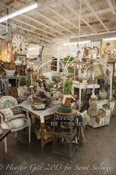 ideas for french decor Flea Market Displays, Flea Market Booth, Flea Market Style, Store Displays, Retail Displays, Jewelry Displays, Merchandising Displays, Window Displays, Antique Booth Displays