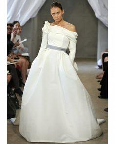 Carolina Herrera Gorgeous Wedding Gown For A Winter Bride/ Long Sleeve Wedding Dress
