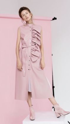 Pin by Sultan on Dress in 2020 Pink Fashion, Modest Fashion, Hijab Fashion, Fashion Dresses, Vintage Fashion, Fashion Looks, Boho Fashion, Womens Fashion, Fashion Design