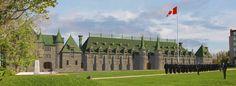 Manège militaire Voltigeurs de Québec Rue, Mansions, House Styles, Home Decor, Military Personnel, Decoration Home, Manor Houses, Room Decor, Villas
