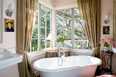 A deep bathtub in the bedroom.... how awesome would that be!