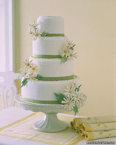for white and green weddings + daisies