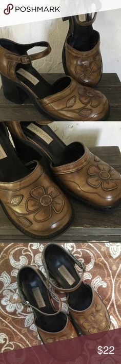 """Bohemian Vintage Retro Leather Flower Maryjanes 9M Retro Vintage Maryjanes..Brown leather chunky heeled shoes with leather flower detail sewn and embroidered. From the mid 90s. Gently used. Good condition with only slight minor scuff marks and discoloration. Hippie Chic Bohemian Wonderful and the Real Deal.. Genuine leather. Size 9M. Heels are 2.5"""" MainFrame Shoes Platforms"""