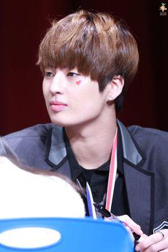 160221 UP10TION Gwangju FansigningKogyeolCr:  캐럿_KG  Do not edit
