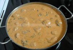 Húsgolyók bakonyi módra Warm Kitchen, Cheeseburger Chowder, Bacon, Good Food, Soup, Ethnic Recipes, Bulgur, Soups, Healthy Food