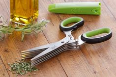 Prepping your herbs just got easier with Ball's 5-blade herb scissors. The five blades slice herbs like basil, parsley, and cilantro, quickly and evenly.