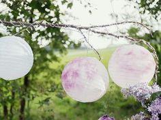 Sere d'estate, un matrimonio romantico e country, un party in terrazza, la voglia di decorare un angolo del giardino in modo originale.  Ris...