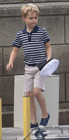 Princess George and Princess Charlotte watch Prince William and Kate Middleton in a sailing regatta Duke William, Prinz William, Prince William And Catherine, William Kate, Princess George, Prince And Princess, Princess Kate, Princess Charlotte, Princess Diana Family