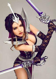 J'espère que vous avez aimé la précédente cosplayeuse . Voici une cosplayeuse que l'on ne doit pas emmerder car elle est bien équipé. Rhooo bande de pervers je parle bien entendu de ses épées: Comment trouvez-vous ce cosplay ? Sexy ou pas ?