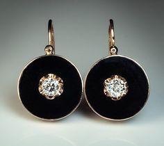 Esmalte negro, diamantes y aretes de oro antiguos