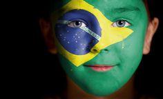 Brasilianische Flagge und Kind