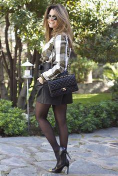 Fashion and Style Blog / Blog de Moda . Post: Shorts and Blouse from Zara / Shorts y blusa de Zara .More pictures on/ Más fotos en : http://www.ohmylooks.com .Llevo/I wear : Shorts ; Blouse / Blusa : Zara ; Shoes / Zapatos : Mango ; Sunglasses / Gafas de sol : Ray-Ban ; Bag / Bolso : Chanel