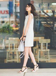 夏にさらりと着こなしたい、タンクワンピ。Aラインのものを選べば程よく甘めに、タイトなものを選べばクールに着こなせるタンクワンピは、仕事にデートに幅広く使えるアイテム!最旬バランスを宮田聡子の着こなしで紹介します♡
