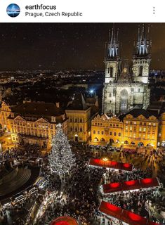 Christmas Market in Old Town Square - Prague ❤️❤️❤️ Pic by ✨ . for a feature ❤️ Best Vacation Destinations, Best Vacations, Albania, Prague Christmas Market, Prague Photos, Visit Prague, Prague Czech Republic, Voyage Europe, Destination Voyage