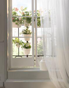 Marzy ci się ogród, a masz tylko małe mieszkanie? Zrób więcej miejsca na rośliny, wykorzystując barierkę lub balkon.