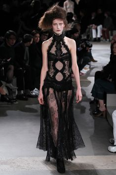 Alexander McQueen - In love. This is fashion. thestyleweaver.com Fall 2015 Ready-to-Wear