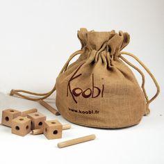 Koobi start obsahuje  40 spojko-kostek a 70 tyček.