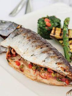 Palamut dolma – Atıştırmalıklar – The Most Practical and Easy Recipes Fish Dishes, Seafood Dishes, Fish And Seafood, Fish Recipes, Seafood Recipes, Acorn Recipe, Turkish Recipes, Ethnic Recipes, Turkish Kitchen