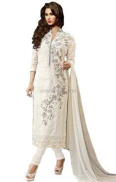 Boutiques embroidered with laces pakistani designer salwar kameez online uk  #Pakistani Style #Salwar #Salwar Kameez #Trendy #Modern #Embroidered #Fashion #New Look #Designer Wear #Designs #Pakistani Dresses