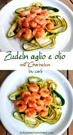 """Zudeln """"aglio e olio"""" mit Garnelen low carb Leckere Zudeln (Zucchininudeln) mit Garnelen. Ein schnelles und leckeres, halb-italienisches low carb Gericht mit herb-würziger Note. Ich liebe es! Zutaten (für 1 Person): 200 g Riesengarnelen (frisch oder TK) 1 mittelgroße Zucchini (ca. 250 g) 2 Knoblauchzehen 3 EL gutes Olivenöl 1 kleine getr. Chilischote oder Chiliflocken, 1 EL Sonnentor Provencekräuter Salz und schwarzer Pfeffer aus der Mühle #abnehmen #lowcarb #Rezept #deutsch #essen #Food #Fo"""
