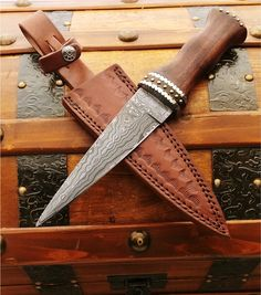 Damascus Raider Knife - Damascus steel fixed blade knife based on Scottish dagger Sgian Dubh design Knives And Tools, Knives And Swords, Vikings, The Forger, Trench Knife, Combat Knives, Swords And Daggers, Hard Metal, Knife Sharpening