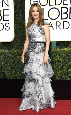 Kelly Preston from 2017 Golden Globes Red Carpet Grey Fashion, Red Carpet Fashion, Fashion Outfits, Red Carpet Ready, Red Carpet Looks, Grey Carpet, Golden Globe Award, Golden Globes, Award Show Dresses