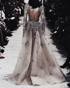 awesome Yue Han for Elie Saab Spring 2017 Haute Couture. Style Haute Couture, Couture Fashion, Runway Fashion, 90s Fashion, Evening Dresses, Prom Dresses, Formal Dresses, Club Dresses, Mode Shoes