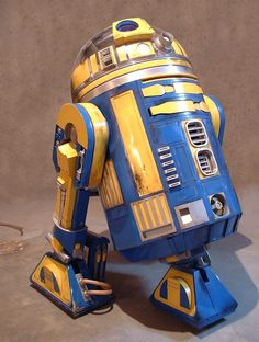 Built by Kelly Krider. Droides Star Wars, Star Wars Droids, Star Wars Film, Lego Star Wars, Star Wars Colors, Cool Robots, Comic Movies, Star Wars Characters, Retro Toys