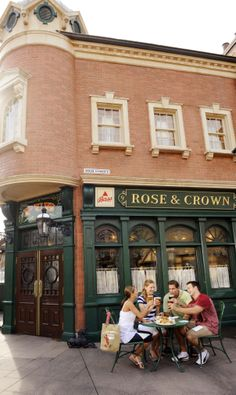 Walt Disney World, Epcot - Guests Dining At The Rose & Crown Pub