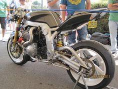The ultimate bonkersmobile - Guy Martins Martek GSX-R Guy Martin, Gsxr 1100, Toy Garage, Bike Equipment, Suzuki Motorcycle, Biker Style, Street Fighter, Custom Bikes, Cool Bikes