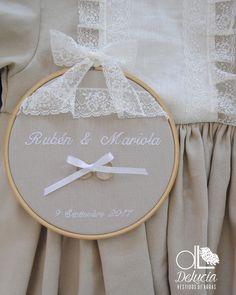 vestidos y bastidores a juego . #portaalianzas  #llevaralianzasdeboda #ideasboda Embroidery Hoop Crafts, Wedding Embroidery, Floral Embroidery Patterns, Ribbon Embroidery, Embroidery Art, Embroidery Designs, Diy Crafts For Home Decor, Baby Room Colors, Ring Holder Wedding
