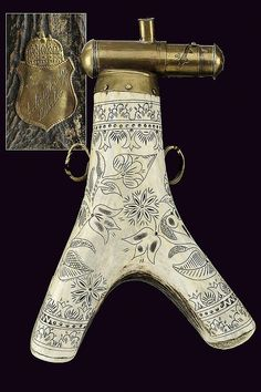 A horn powder-flask, dating: 19th Century  provenance: Hungary