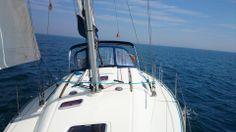 Ven a navegar a vela en el Montjoi, salidas desde Palamós en excursiones de medio dia.
