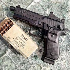 @guntruth ・・・ Rex Zero 1T with JPoint MRDS. #RexGonnaGiveItToYa #RexZero1 #ThreadedBarrel