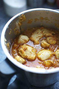 Esta es una de las recetas orientales más fáciles de cocinar en nuestro Thermomix, un sabroso curry de pollo, en el que es fundamental el uso de nuestra mezcla de especias, el garam masala, que ya te enseñamos a preparar con Thermomix. Este curry de pollo al estilo Madras, receta de la India con Thermomix, …