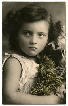 Old Photo - Child with Amazing Face - The Graphics Fairy