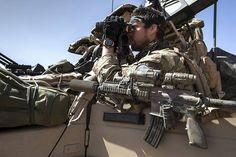 """Dutch Special Operations Land Task Group """"Scorpion"""" member looks through his Binoculars while his HK416 sits next to him while on operations in Mali, 2015 [1,020x680]"""