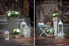 Adornos florales en la puerta de la iglesia. Diseño de rebeca tabernas.