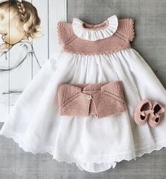Baby Girl Crochet, Crochet Baby Clothes, Cute Baby Clothes, Diy Clothes, Knitted Dolls House, Kids Frocks, Baby Patterns, Baby Knitting, Mantel