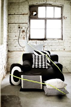 Nothing speaks like black and white with lots of texture  //admired by http://www.truelatvia.com