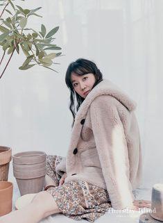 Gong Hyo Jin, Pretty Girls, Winter Hats, Korean, Turtle Neck, Actresses, Sweaters, Beauty, Style
