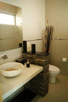 BAÑO VISITAS : Baños minimalistas de GHT Arquitecta