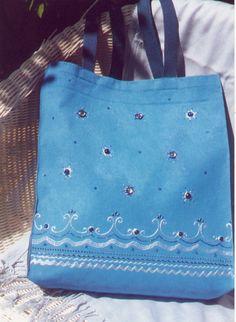 Un cabas bleu décoré avec des cabochons en verre et les nuances de DIAM'S 3D Nacré bleu Méditerranée et Nacré Blanc Cabochons, Textiles, Creations, Reusable Tote Bags, Fashion, 3d Painting, Mother Of Pearls, Shades, Blue