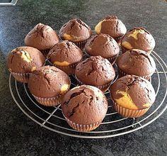 Marmormuffins150 g Margarine, zimmerwarme125 g Zucker1 Pck. Vanillezucker3 Ei(er)250 g Mehl1/2 Pck. Backpulver150 ml Milch2 TL Kakaopulver (kein Instantpulver)